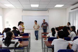 Nhiều sinh viên học tiếng Anh kiểu đối phó để... lấy bằng