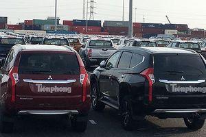 Liên doanh ồ ạt nhập khẩu, ôtô về kín cảng Việt Nam