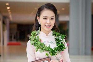 Người đẹp thành tích học tập 'khủng' và loạt bạn gái hot girl của các tuyển thủ Việt