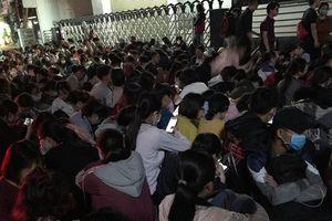 Thay đổi cấu trúc đề thi TOEIC, hàng ngàn sinh viên phải thức trắng đêm để đăng ký dự thi