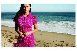 Diện xu hướng váy đồng cỏ đúng điệu như Selena Gomez