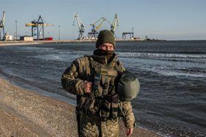Ukraine cáo buộc hàng nghìn binh sĩ Nga áp sát biên giới