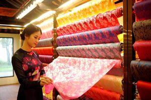 Quảng Nam: Sử dụng nhãn hiệu chứng nhận ' Quảng Nam' cho sản phẩm tơ lụa.