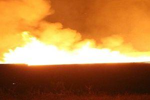 Bình Dương: Sau tiếng nổ lớn, xưởng sản xuất gỗ bốc cháy dữ dội