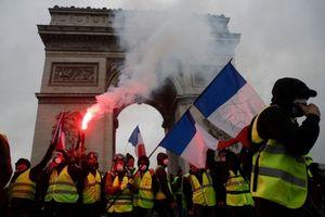 Paris chìm trong khói lửa vì bạo loạn, hàng trăm người bị thương