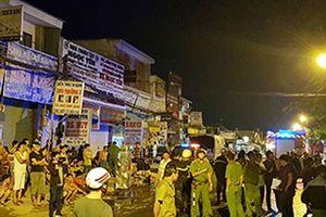 Cảnh sát giải cứu 20 người ở khu trọ Sài Gòn cháy ngùn ngụt