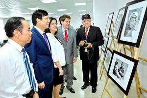 Trưng bày ảnh 'Che Guevara, Fidel Castro - Ngọn lửa hải đăng cách mạng Cuba'