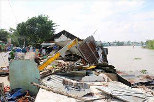 Sạt lở sông Long Xuyên, chìm 3 căn nhà, nhiều hộ phải di dời khẩn cấp