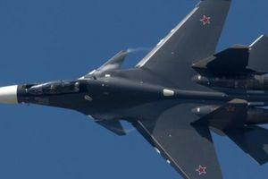 Đô đốc Anh gay gắt dọa bắn hạ máy bay Nga ở Biển Đen