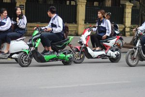 Trường học không được tổ chức giữ xe trên 50cc của học sinh