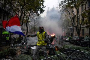 Bạo động tại Pháp: Tổng thống Macron xem xét tuyên bố tình trạng khẩn cấp