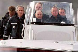 Cựu Tổng thống Bush 'cha' từng đích thân lái tàu cao tốc chở Tổng thống Putin
