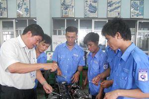 Sắp xếp lại ngành nghề để thu hút người học