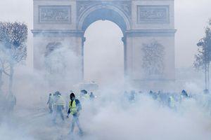 Pháp có thể ban bố tình trạng khẩn cấp vì biểu tình khắp nơi