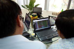 Tiền ồ ạt mua cổ phiếu đưa VN-Index tăng hơn 25 điểm