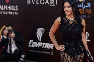 Nữ diễn viên Ai Cập có nguy cơ ngồi tù vì mặc váy xuyên thấu