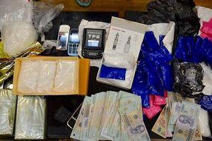 Người đàn bà thủ súng trong nhà khi tham gia buôn bán ma túy 'khủng'