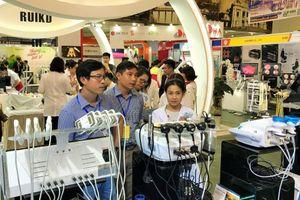 200 doanh nghiệp quy tụ tại Triển lãm quốc tế chuyên ngành y dược ở Hà Nội