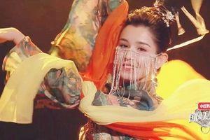 Cận cảnh nhan sắc đẹp tựa thiên tiên của mỹ nữ Tân Cương khiến Địch Lệ Nhiệt Ba phải dè chừng
