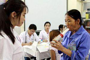 Bệnh viện Bạch Mai khám, phát thuốc miễn phí cho bệnh nhân hen