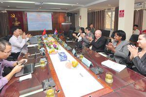 Báo Giao thông chia sẻ kinh nghiệm quản lý với Hội Nhà báo Cuba