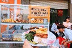Ấm lòng với hàng trăm suất cơm 2k dành cho người nghèo của sinh viên tình nguyện ở Đà Nẵng