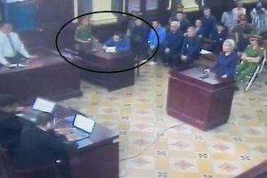 Vũ 'nhôm' ngồi riêng viết 5 tờ giấy A4, phản ánh gửi lên tòa