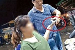 Các phóng viên phản ánh tình trạng 'bảo kê' ở chợ Long Biên đang bị dọa giết