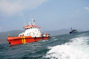 Cứu 5 ngư dân trên tàu SG 3110 TS bị chìm ở Cần Giờ
