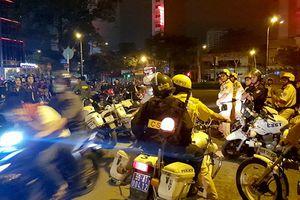 Hơn 50 người vi phạm khi đi 'bão' sau trận Việt Nam thắng Philippines