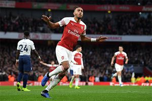 Arsenal hạ Tottenham, trở lại top 4 Ngoại hạng Anh