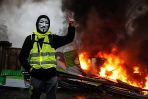 Chính phủ Pháp 'đau đầu' với cuộc khủng hoảng lớn nhất thập kỷ
