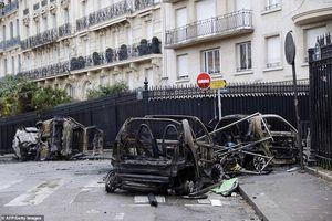 Bãi chiến trường giữa thủ đô Paris (Pháp) hoa lệ sau bạo loạn