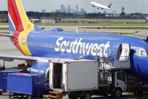 Nhân viên cười nhạo bé gái 5 tuổi có tên Abcde, hãng hàng không khốn đốn