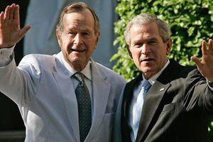 Cựu tổng thống Bush 'con' viết gì về tổng thống Bush 'cha'?