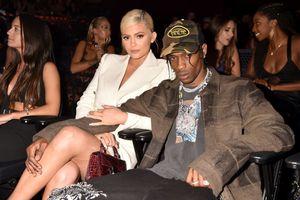 Bạn trai rapper phủ nhận tin đồn phản bội Kylie Jenner