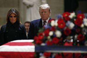 Nước Mỹ cùng ngồi lại trước linh cữu cựu Tổng thống George Bush