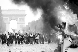 Nước Pháp, bạo động không chỉ 'nảy mầm' tại Paris