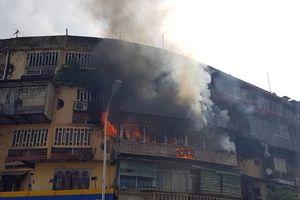 Kịp thời dập tắt đám cháy trên phố Phạm Ngọc Thạch (Hà Nội)