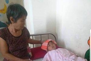Bà cháu lay lắt trong bệnh viện, chống chọi bệnh u não