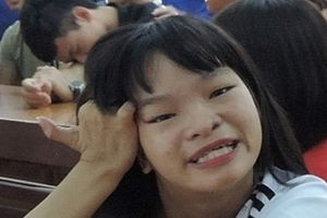 Nghị lực phi thường của cô gái khuyết tật