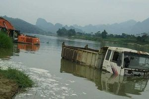 Thanh Hóa: Hàng loạt máy xúc, ô tô 'chết chìm' vì hồ thủy điện Cẩm Thủy 1 tích nước