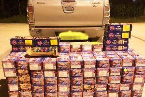 Nghệ An: Bắt xe bán tải 'chế gầm' giấu hơn 3 tạ pháo