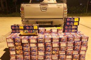 Khoan gầm thùng xe bán tải để giấu 340 kg pháo