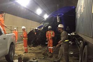 Hai ôtô đầu kéo đâm nhau trong hầm Hải Vân gây ách tắc nghiêm trọng