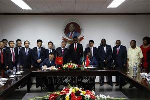 Thường trực Ban Bí thư Trần Quốc Vượng thăm, làm việc tại Mozambique