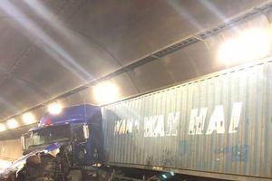 Giao thông tê liệt nhiều giờ trong hầm Hải Vân do tai nạn