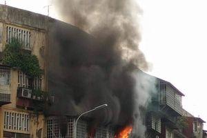 Cháy lớn tại khu tập thể ở Hà Nội, hàng trăm người tá hỏa