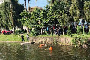 20 cảnh sát trục vớt thi thể nam thanh niên trên hồ nước