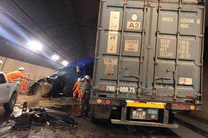 Hai container đối đầu kinh hoàng trong hầm Hải Vân, giao thông tê liệt hàng giờ